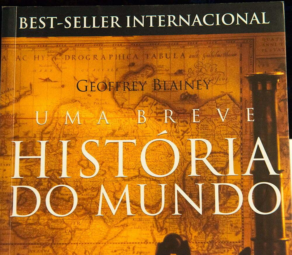 imagem de capa do livro Uma Breve História do Mundo