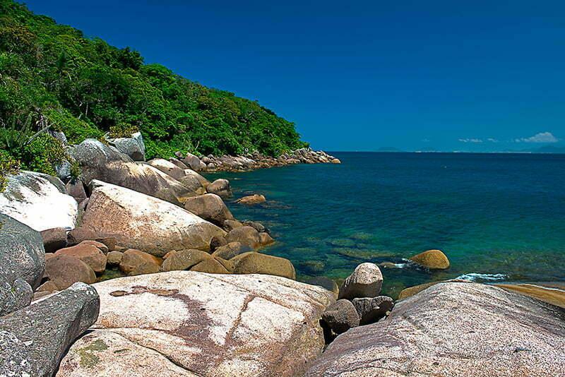 Reserva Biológica Marinha do Arvoredo, Santa Catarina, imagem da ilha do arvoredo-costão NE
