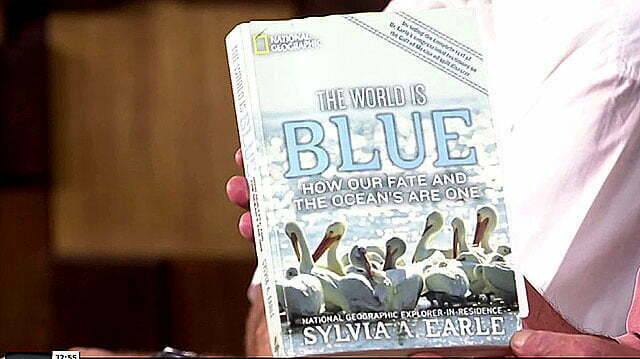 Imagem da capa do livro The World is Blue, de Sylvia Erle.