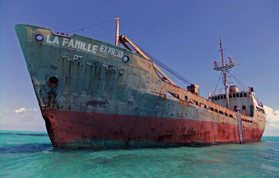 Doze navios naufragados, imagem do navio naufragado La Famille Expresso