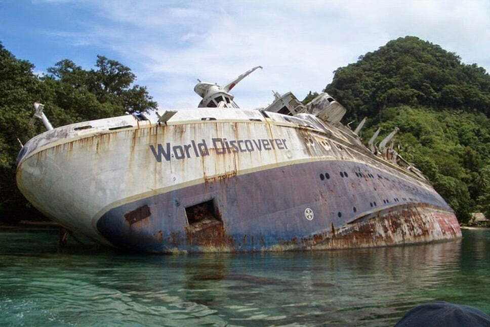 Doze navios naufragados, imagem de navio naufragado MS World Discoverer