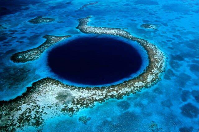 Imagem do Blue Hole - O grande buraco azul no mar de Belize
