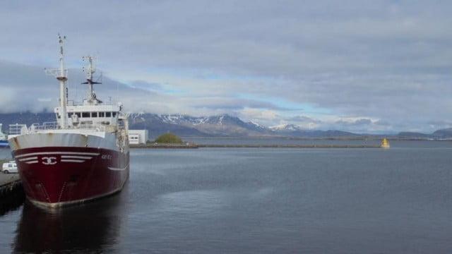 Aquecimento global e a migração de peixes, imagem de navio na ártico