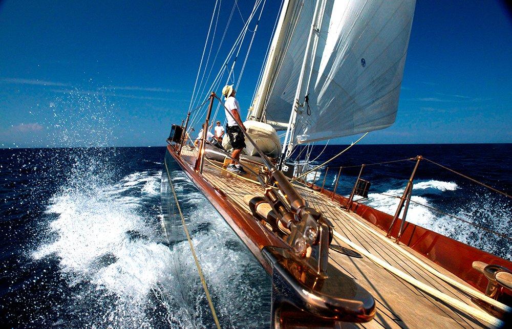 Shamrock V, velejando num sonho, veleiro Shamrock velejando na sardenha