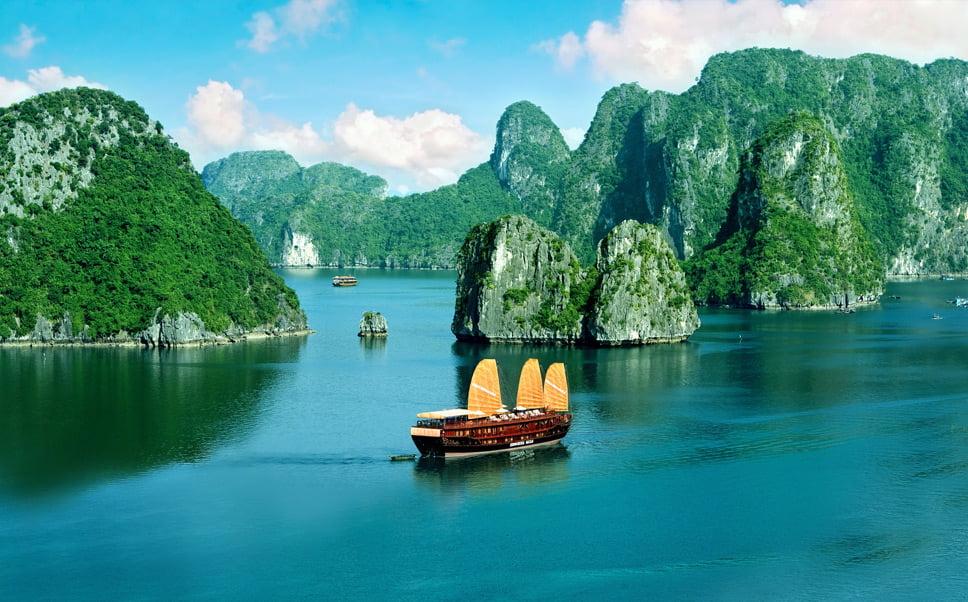 linhas costeiras, imagem de Ha Long Bay, Vietnã, entre as belas linhas costeiras