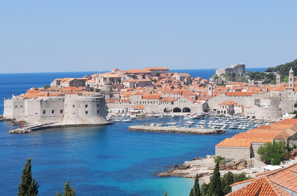 Ilhas Lofoten, Noruega, uma das mais belas linhas costeiras pelo mundo, imagem de Dubrovnik, Croácia,