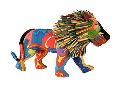 chinelos abandonados no mar viram brinquedos, imagem chinelo se transformou em leão