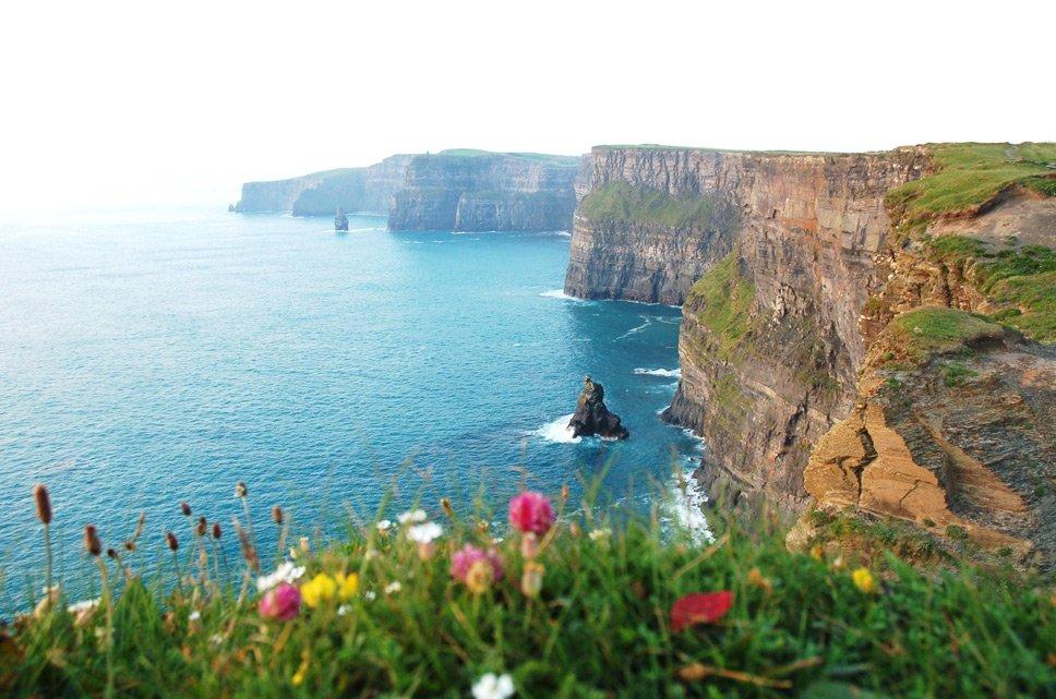 linhas costeiras, image dos Penhascos de Moher, Irlanda,