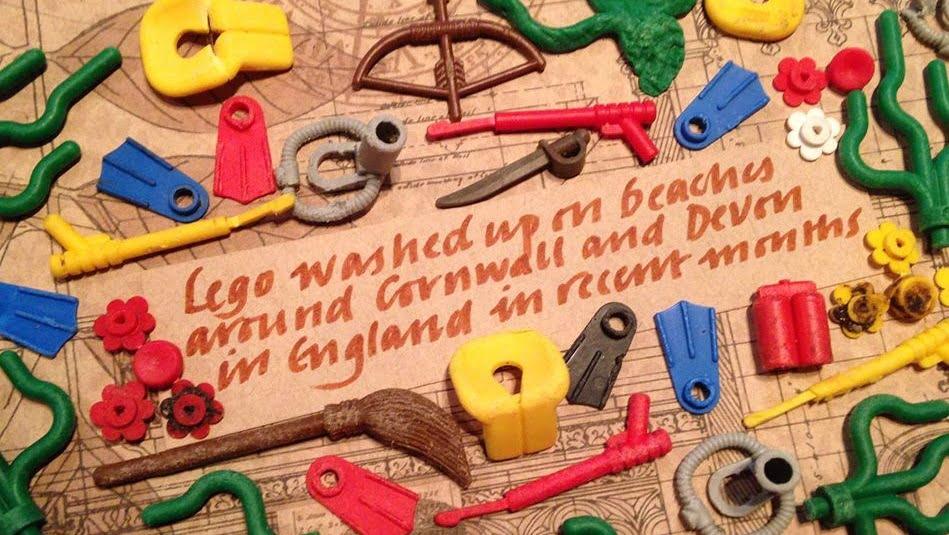 imagem peças de lego poluem praia