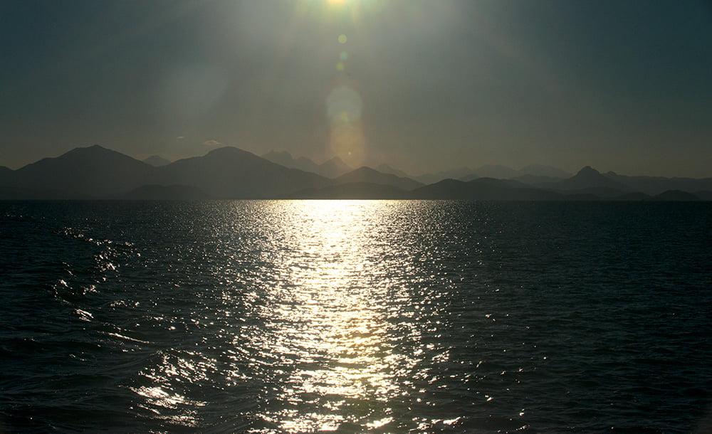 imagem da serra-do-mar-e-por-do-sol--Parque Nacional do Superagui