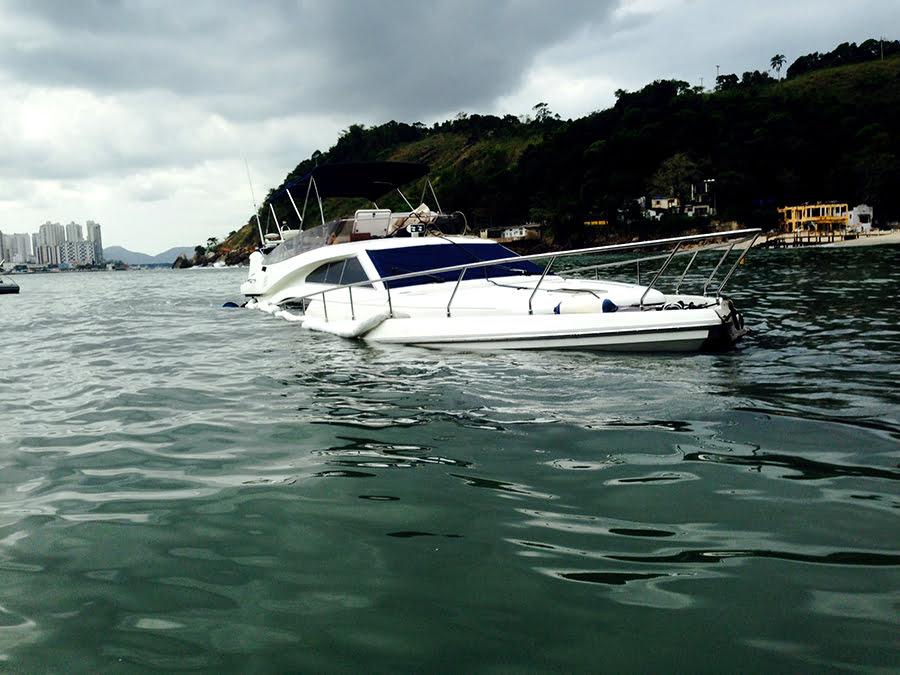 naufrágio em Santos, imagem de barco naufragado em santos