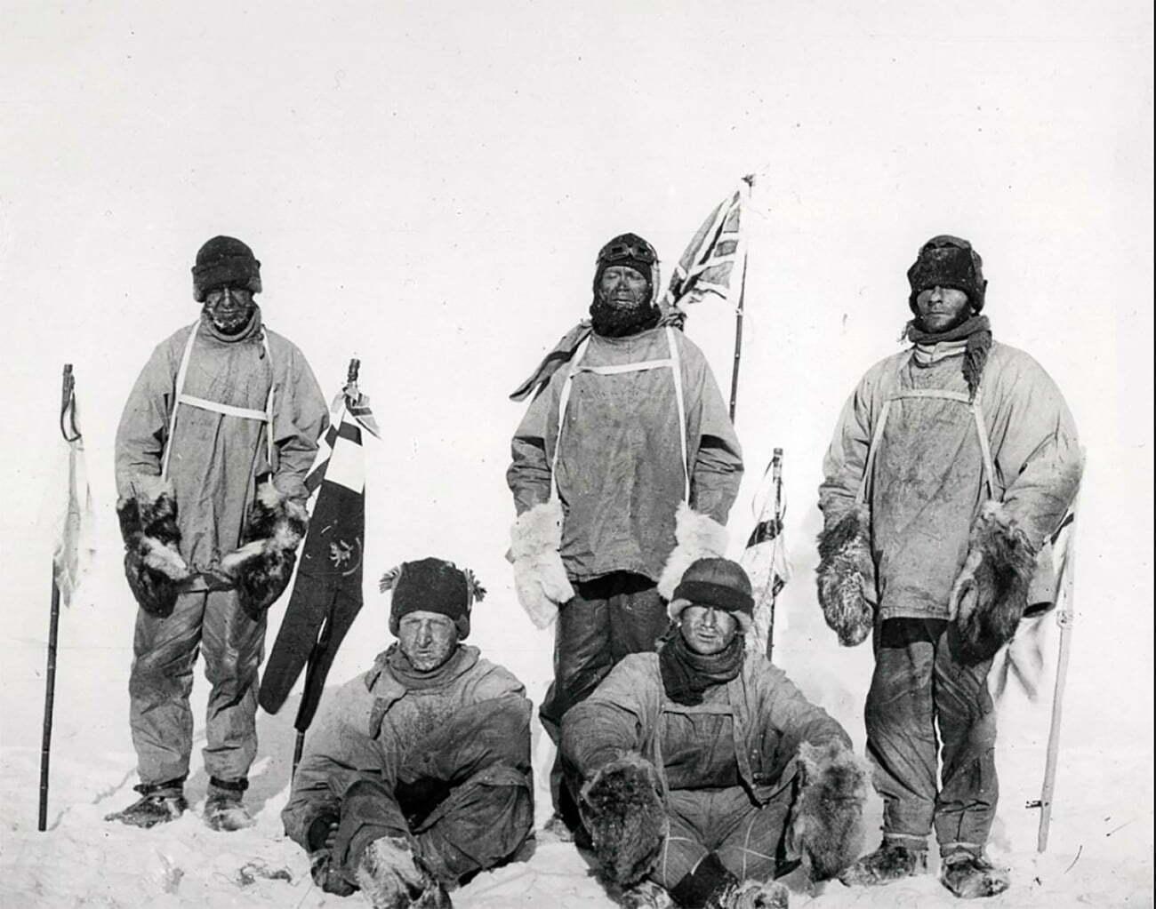 imagem de Lawrence Oates, Henry Bowers, Robert Scott, Edward Wilson e Edgar Evans