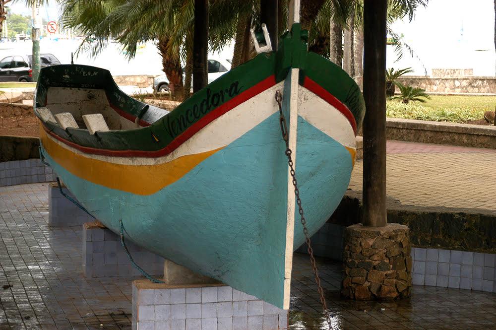 Parques Estaduais Ilhabela e ilha Anchieta, imagem da canoa de voga vencedora-