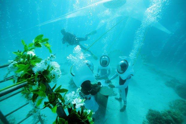 imagem casamento embaixo da água