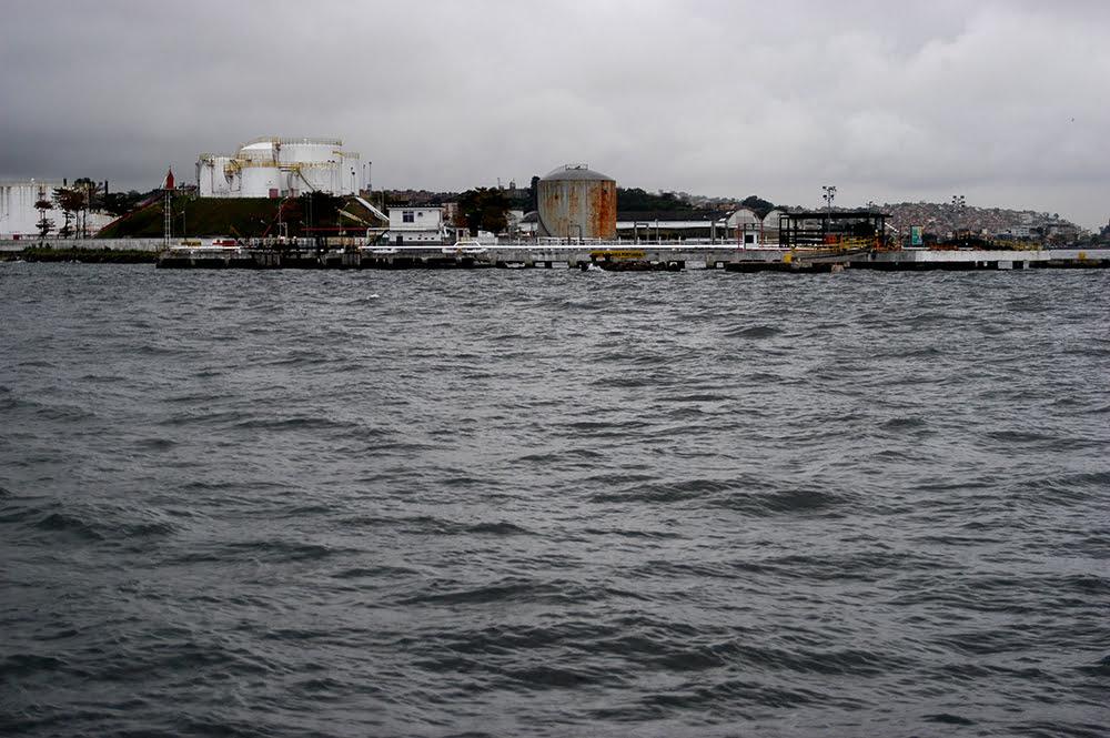 APA Guapimirim / ESEC da Guanabara, imagem de refinarias-na-baia-de guanabara