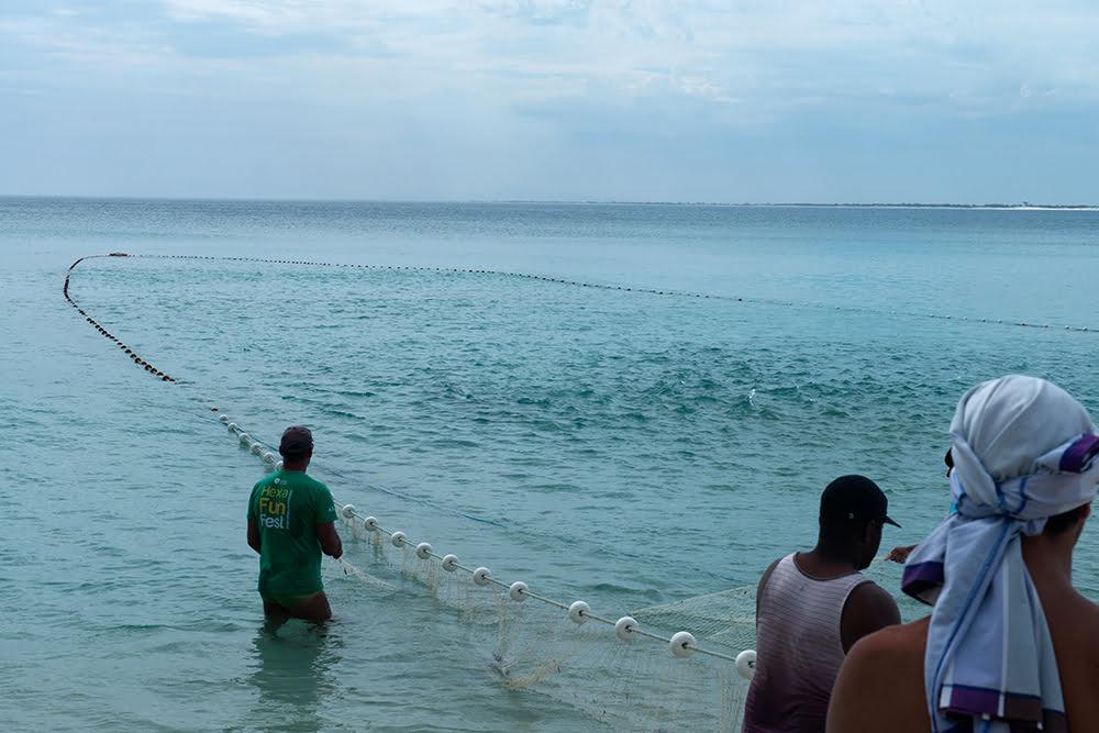 Resex Arraial do Cabo, Rio de Janeiro, imagem de pescadores puxando rede