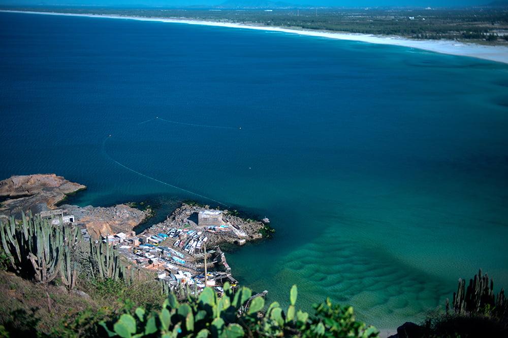 Resex Arraial do Cabo, Rio de Janeiro , imagem de pescadores armando-a-rede