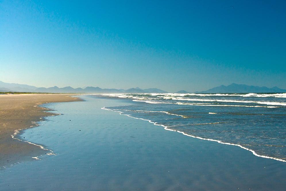 imagem da praia Deserta no Parque Nacional do Superagui