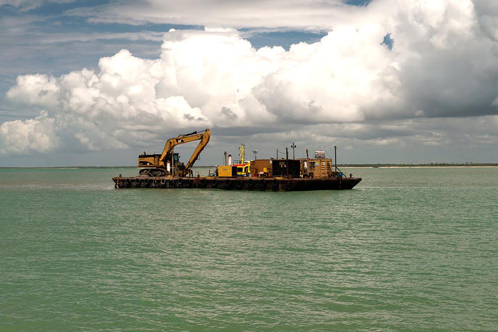 Resex Cassurubá, imagemde draga no porto de caravelas