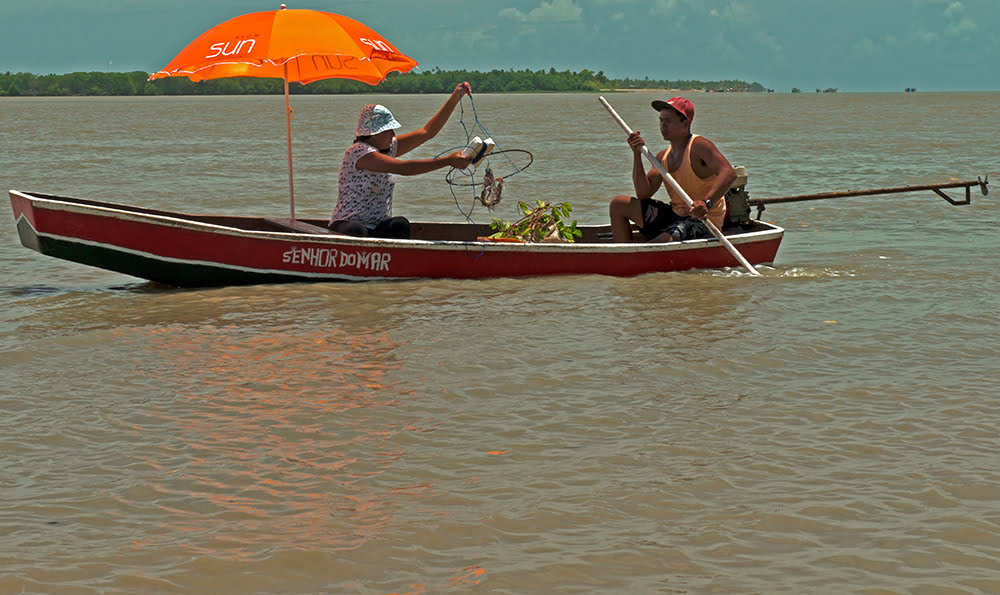 resex cassuruba, imagem de canoa no rio