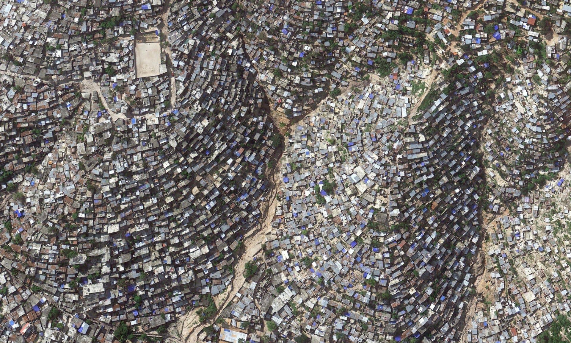 Superpopulação e super consumismo, nossa triste realidade, imagem de favela