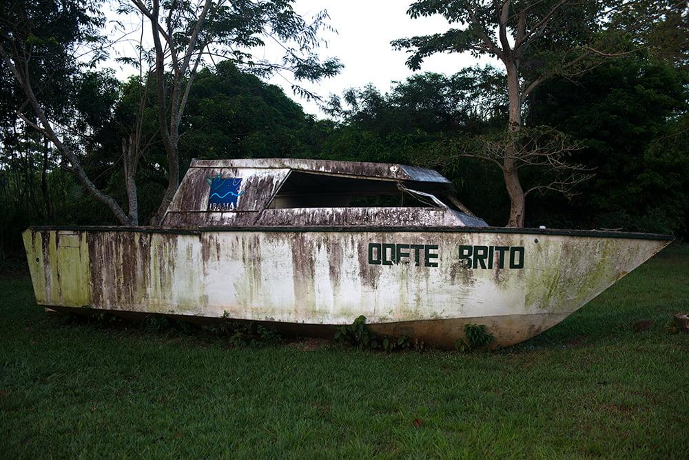 Resex Maracanã e Resex Chocoaré Mato Grosso, imagem de barco abandonado