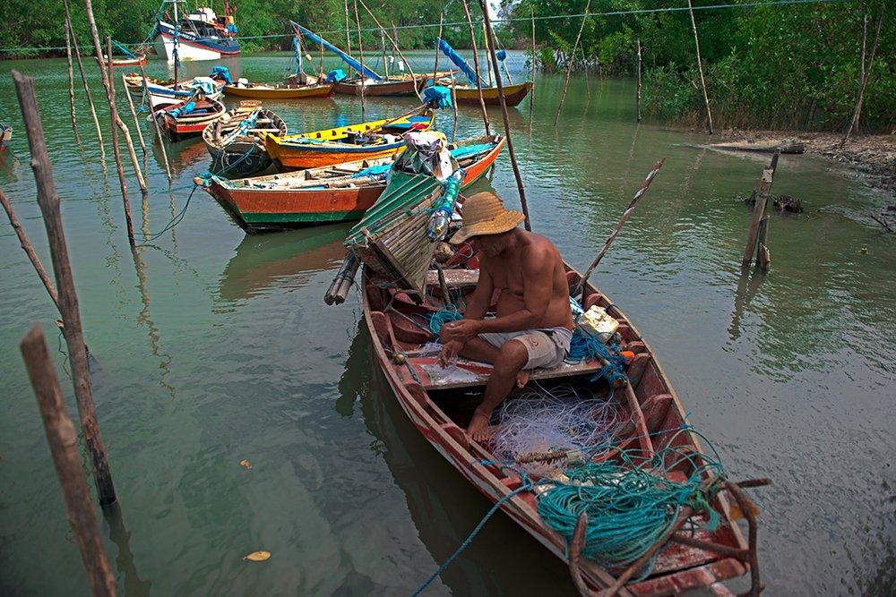 Resex Caeté Taperaçu, imagem de pescadores em porto