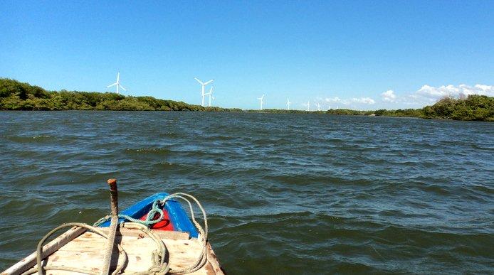 litoral, energia eólica, imagem de Macau, rio grande do norte com torres eólicas