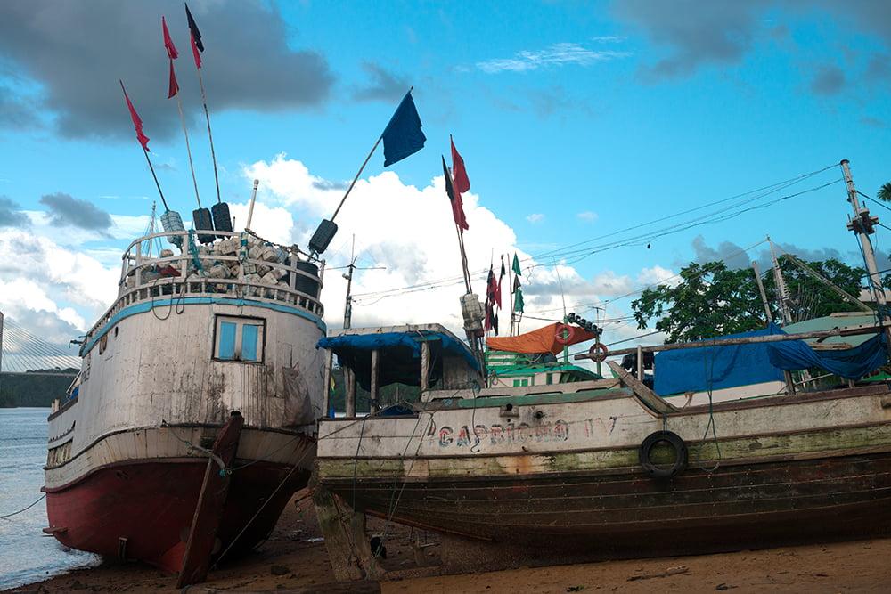 Parque Nacional do Cabo Orange, barcos de pesca em frente a oiapoque