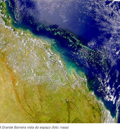 imagem de satélite mostrando a Grande Barreira de corais da Austrália