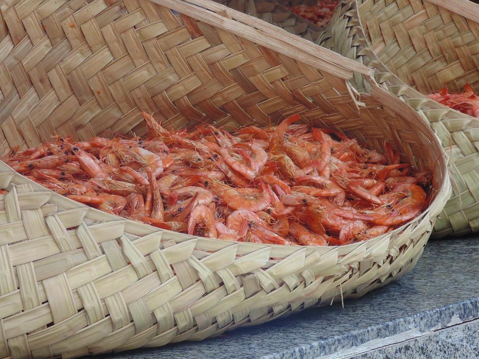 imagem de balaio com camarões
