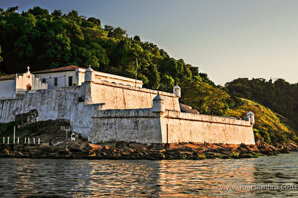 Assaltos a barcos no Brasil , imagem da fortaleza da Barra, Santos