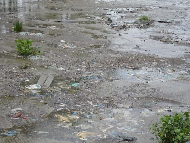 imagem do rio amazonas poluído
