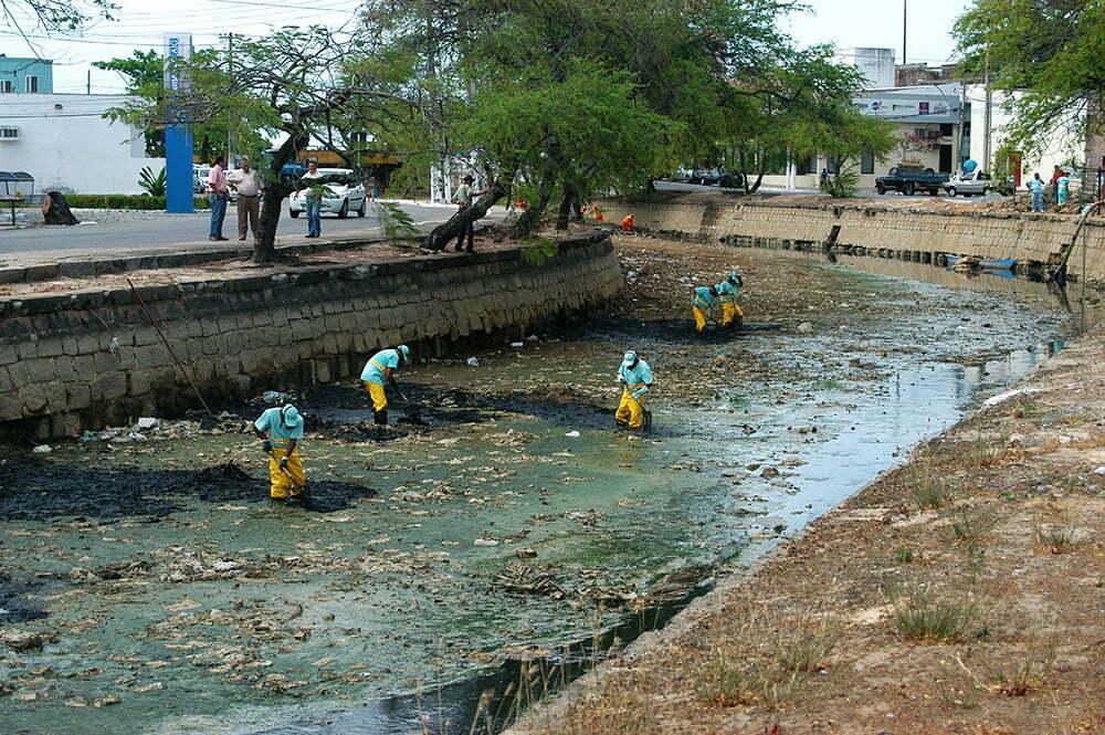 imagem do rio Salgadinho poluído