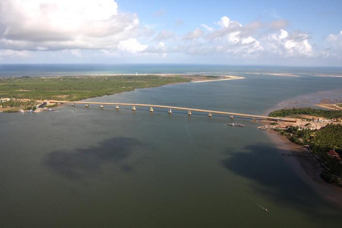 Colapso dos rios brasileiros, imagem do rio vaza barris