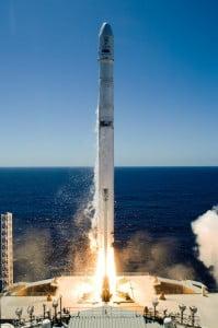 piratas e naves espaciais, imagem de nave espacial partindo