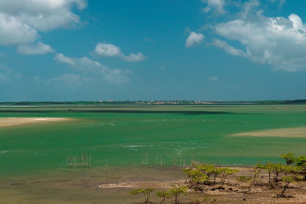 imagem da baía de Salinópolis na Reserva Extrativista Maracanã