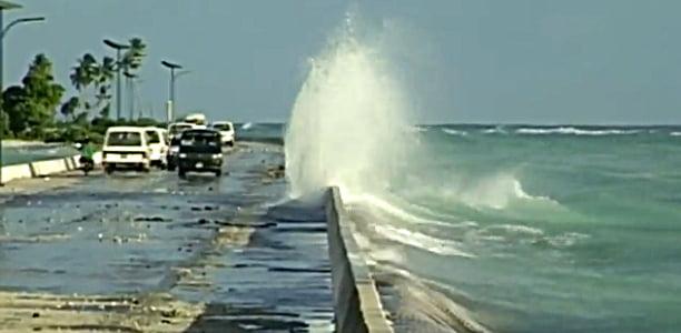 Kiribati: vítima do aquecimento global, imagem de marés subindo em Kiribati