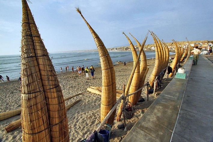 imagem da praia Huanchaco, Peru