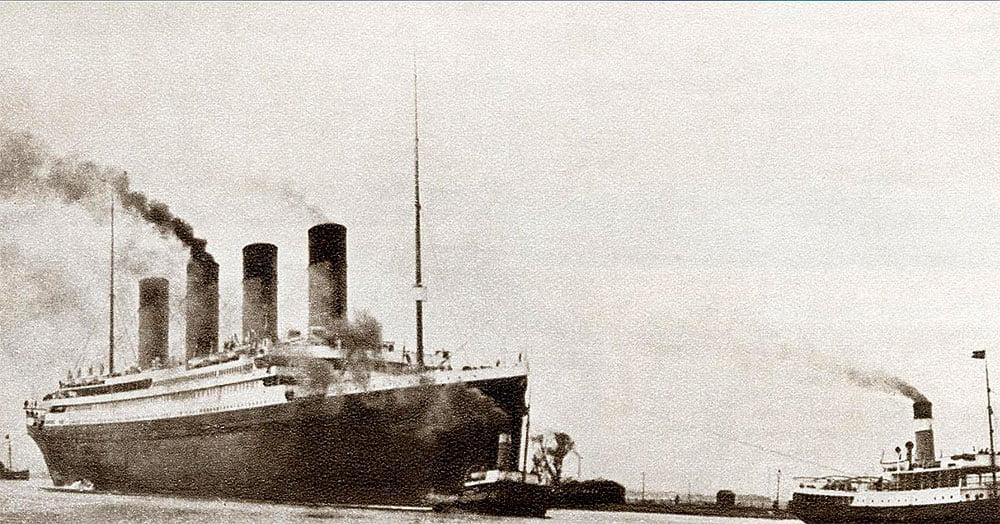 imagem do Titanic no porto