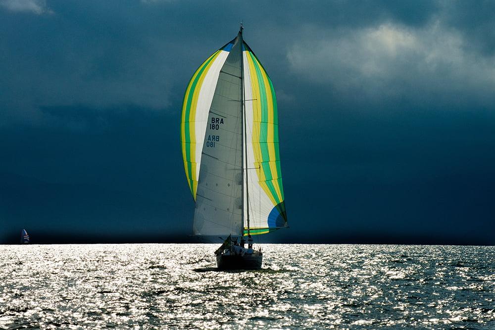 Ubatuba Sailing Week em fotos, imagem de veleiro com vela balão