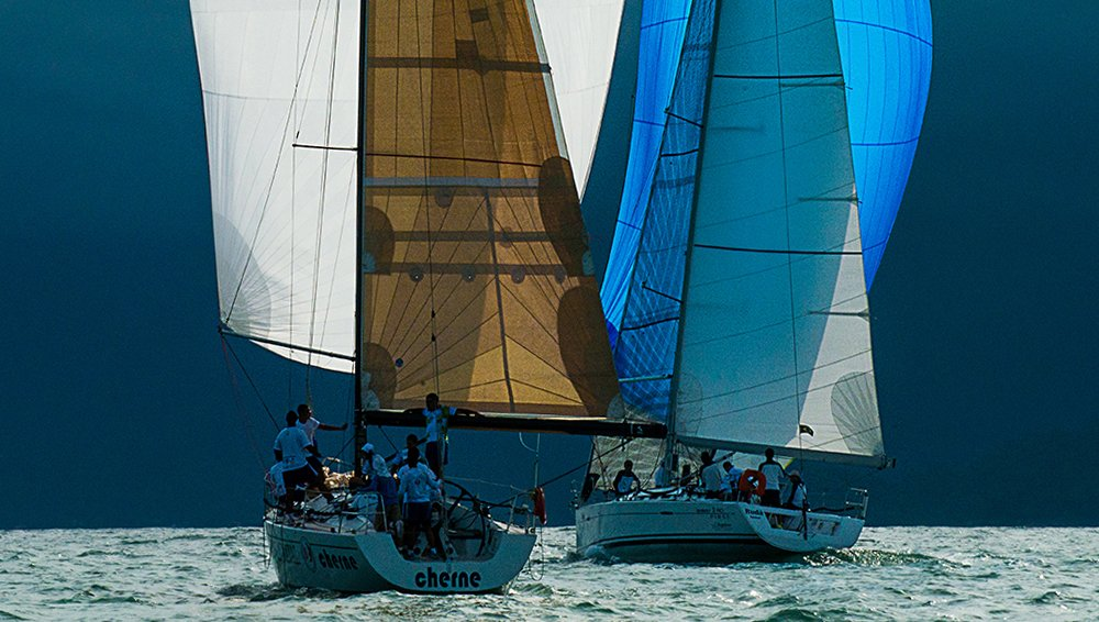 Ubatuba Sailing Week, imagem de dois veleiros na Ubatuba Sailing Week