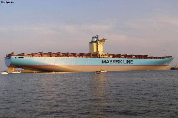 Poluição: navios, carros e aviões, imagem do navio Emma Maersk