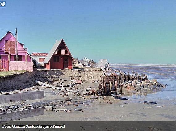 balneario-do-hermengildo, imagem de casas destruídas no balenário do hermenegildo