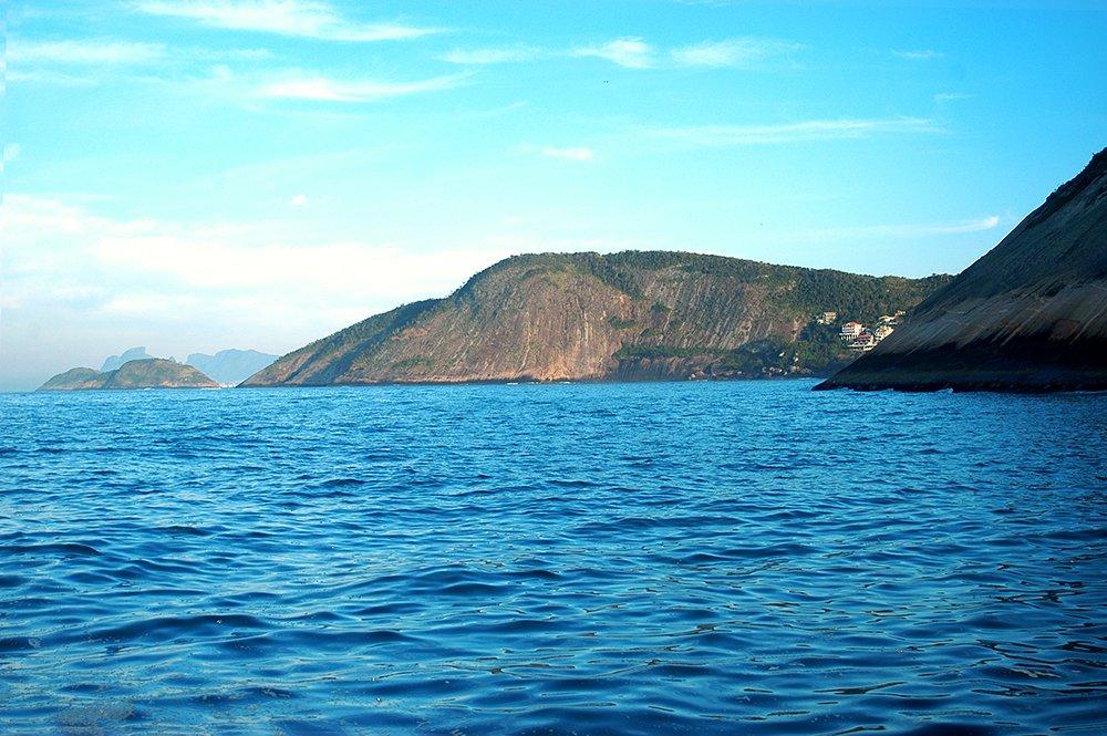 especulação no litoral, imagem de costão rochoso