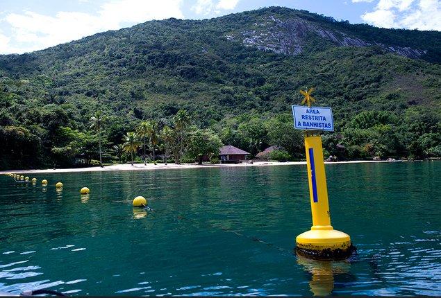 imgem de lâmina d'água do mar privatizada em ação da especulação imobiliária