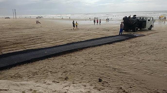 Passarela de asfalto em praias, imagem de passarela de asfalto na praia de Capão da Canoa