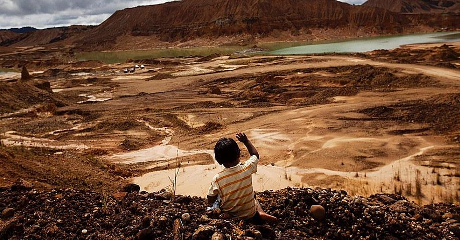 Agronegócio e meio ambiente, imagem de devastação causada por empresas mineradoras