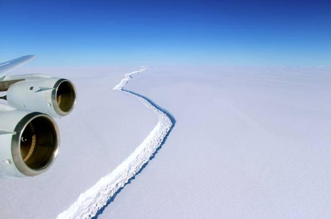 Iceberg maior do mundo, imagem da rachadura Larsen C, antártica