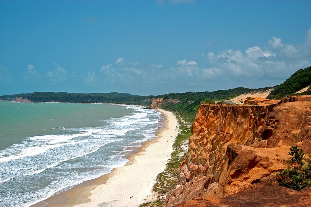 Turismo desordenado, imagem de praia+-falésia+mata-atlântica do RGN